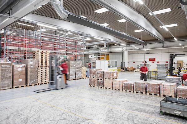 Danfoss forbedrer produktionsklima med tekstilbaserede ventilationskanaler
