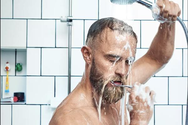 Din tandbørstning spilder 19 liter vand – hver gang