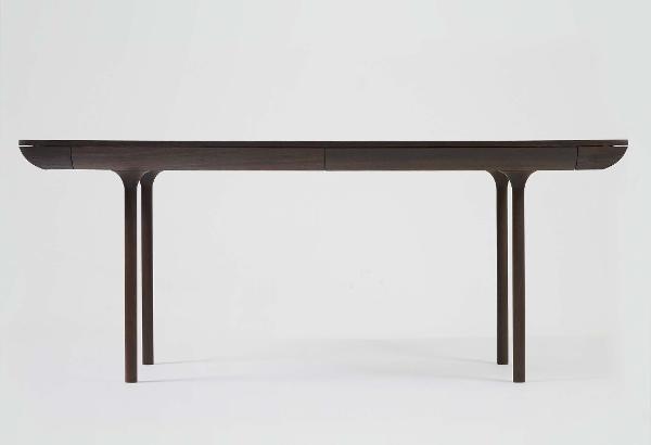 RÛNA bord i røget eg designet af Isabel Ahm