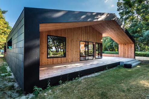 Treldehuset: Et enestående sommerhus beklædt med naturskifer