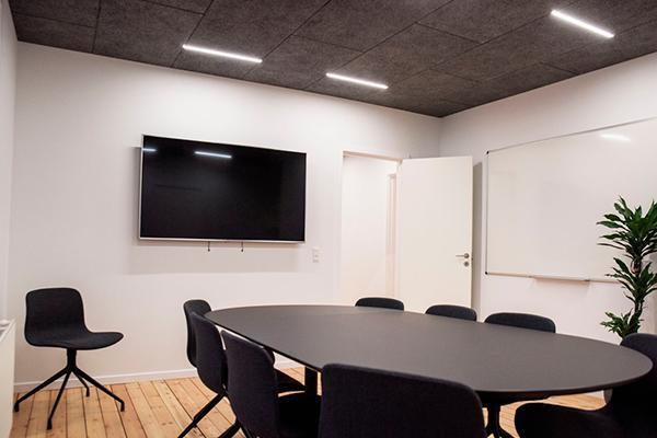 Enkelt og stilrent design belysning til Troldtekt lofter