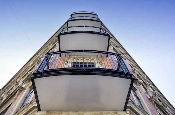 Vi skal værne om vores fælles byrum  – med arkitektonisk tilpassede altaner