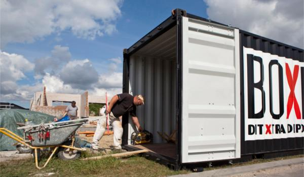 Beskyt byggematerialer, maskiner og værktøj med en materialecontainer.