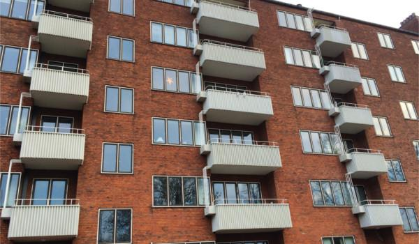 Udskiftning af altaner på funkis-ejendom på Christianshavn