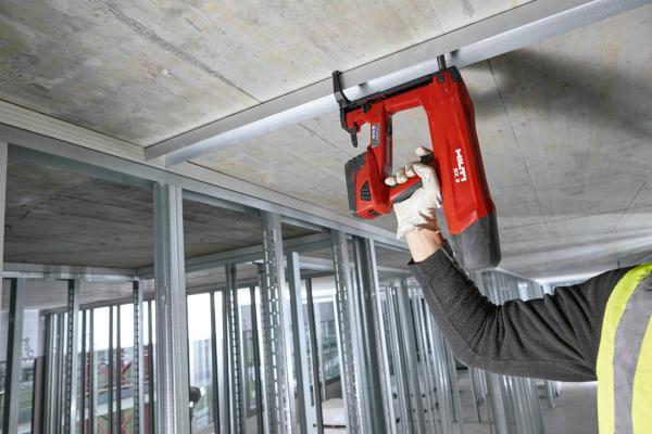 Ny BX 3 batteri-boltepistol til beton og stål