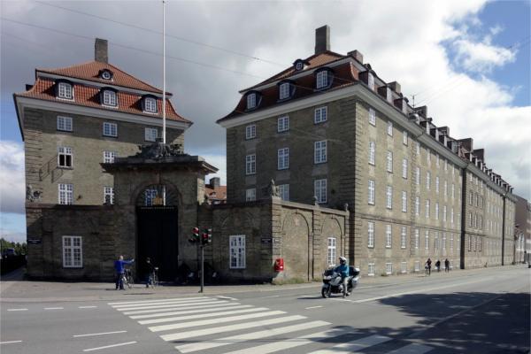 DSB-bygning forvandlet til kollegieboliger med tonsvis af grønne gulve