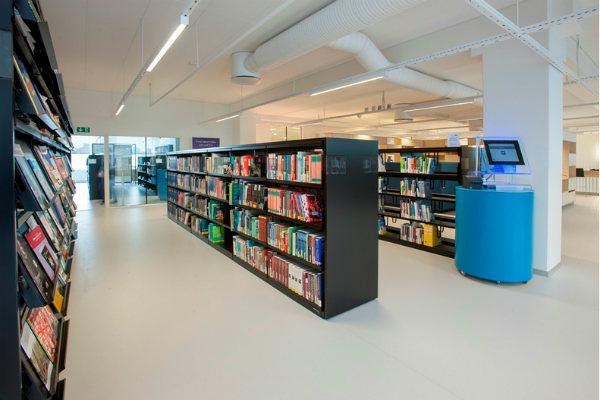 Biblioteksreoler med perspektiv