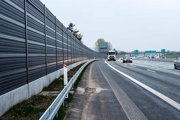 Støjskærme til veje og jernbaner