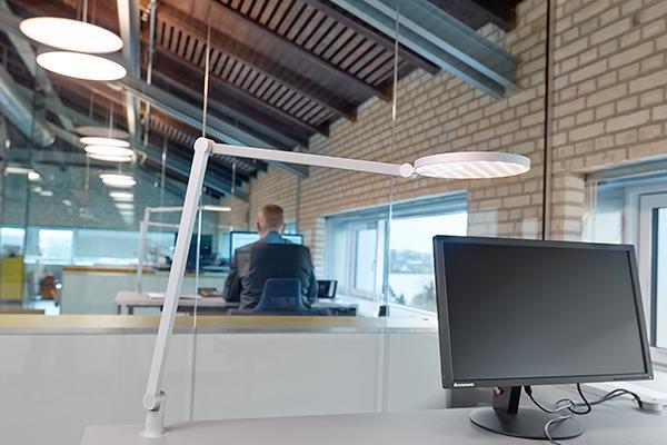 Lucille oplyser arbejdspladsen