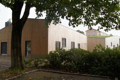 Bæredygtig børnehave med legende facade