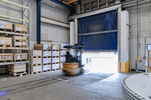 Lufttæpper forbedrer indeklimaet i vindmølleproduktion
