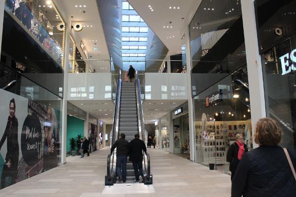 Indendørsbelysning med smuk dagslyseffekt til shoppingcenter Kronen