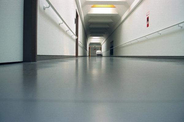 Ny gulvspartelmasse optimerer gulvlæggerens arbejdsdag