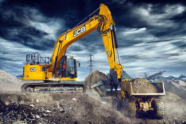 Nicolaisen og Larsen præsenterer helt ny gravemaskine fra JCB