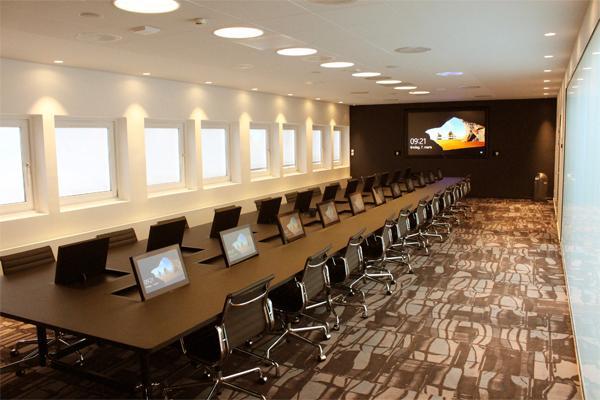 Coloplast vælger Shure MXA910 array-mikrofoner i deres nyindrettede konferencelokale