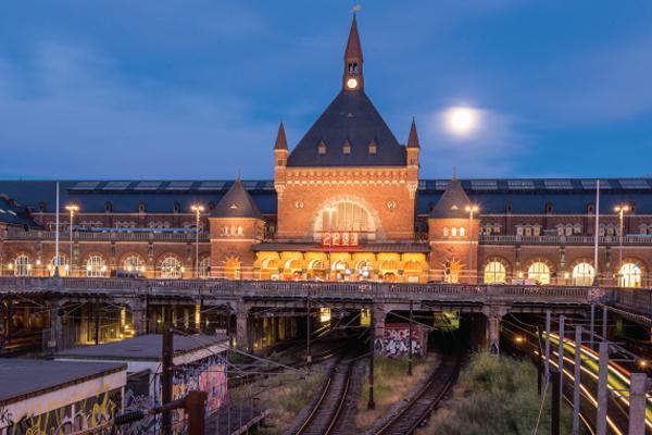 Et helt nyt skifertag til den største jernbanestation I danmark