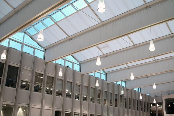 Jyllands Markisefabrik leverer 96 ovenlysmarkiser til rådhussalen på Esbjerg Rådhus