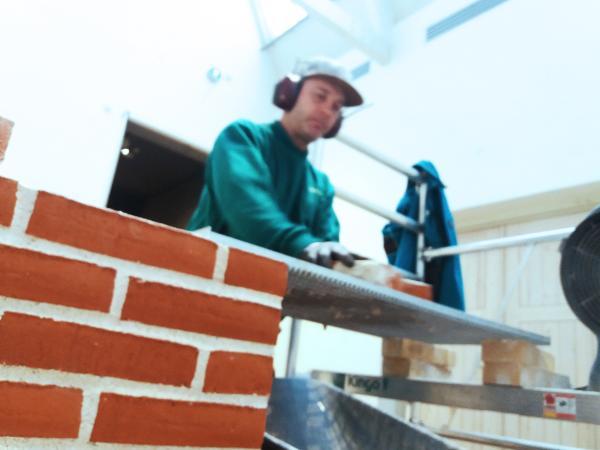 Salg af brugte mursten fra kunstværk skal kickstarte Kingos nye forretningsområde