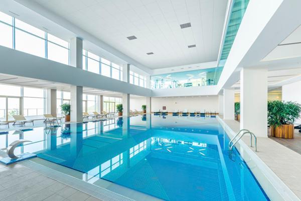 For første gang: En stille tur i svømmehallen