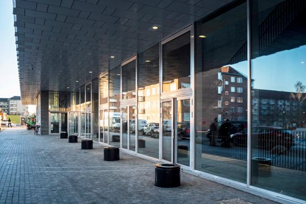 Wicona har leveret profilsystemet til K.B. Hallens ikoniske facade
