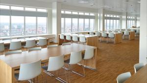 Duba-B8, som har leveret de i alt 220 arbejdspladser og 15 kantineborde
