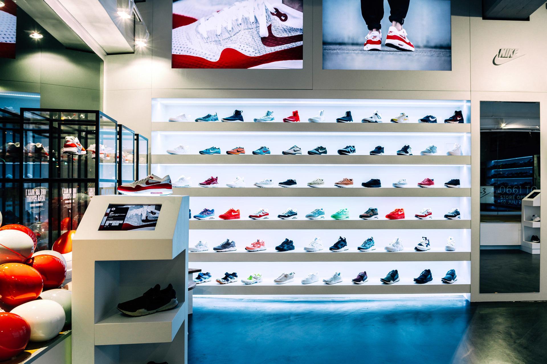 superior quality 94d23 ca13f 43einhalb-store-frankfurt-am-main-9.jpg