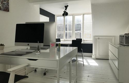 Desks 02 1000x650