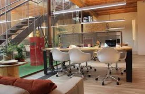 Fluid coworking space