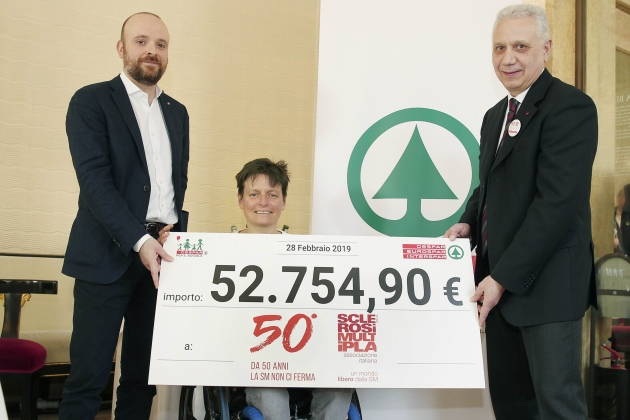 Oltre cinquantaduemila euro per l'Associazione Italiana Sclerosi Multipla
