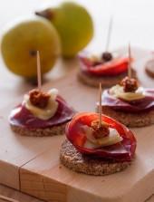 Crostini di pane nero, bresaola, pera e bacche di Physalis Punti - 20