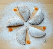 Mezzelune ripiene di composta di albicocche Punti - 0