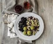 Riso Venere al limone e rosmarino, falafel di fave con insalata di finocchi, avocado e pera Punti - 0