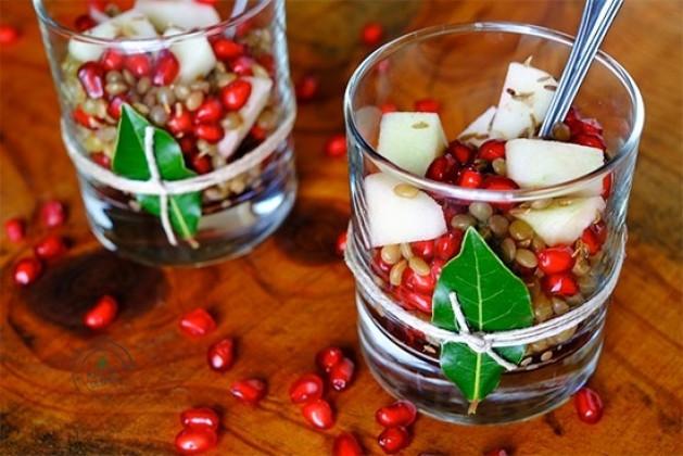Bicchierini di lenticchie con melagrana e mela verde al cumino
