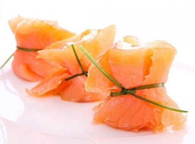 Involtini di panettone, robiola e salmone