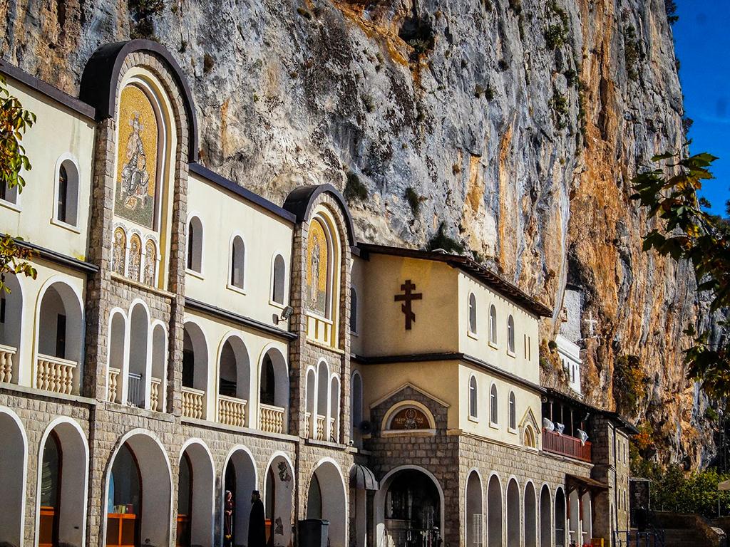 9 Monasterio Ostrog...