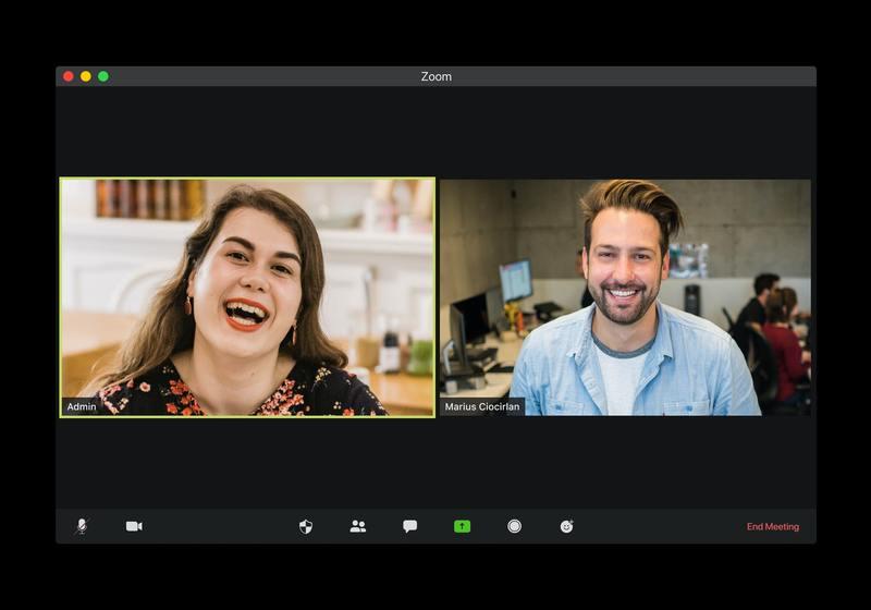 due persone in videoconferenza su Zoom