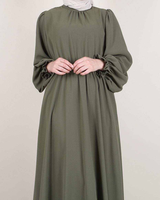 Hakim Yaka Kolları Fırfırlı Beli Kemerli Eteği Kloş Elbise HAKİ