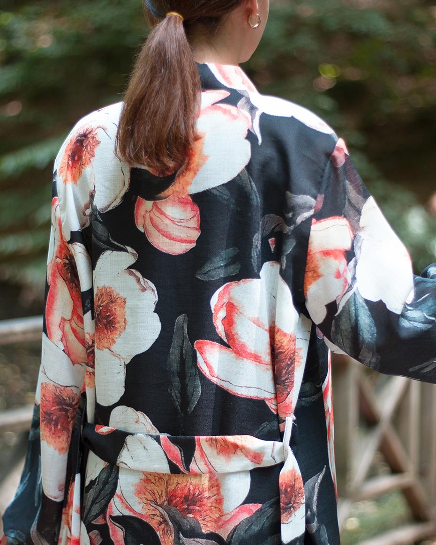 Çiçek desenli kemerli kimono SİYAH