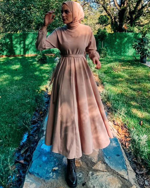 Kolu ve Beli Lastik Detaylı Kemerli Kiloş Elbise Pudra