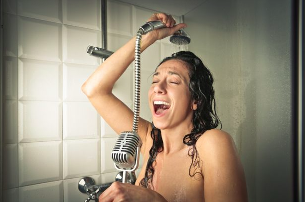 chanter faux sous la douche