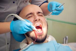 Covid-19 : dans quel cas et comment le dentiste accueille ses patients