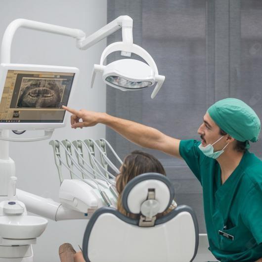 Dr Javier Vega Puerta Dentista Madrid Reserva Cita