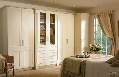 Shaker Cologne bedroom in Hornschurch Ivory finish