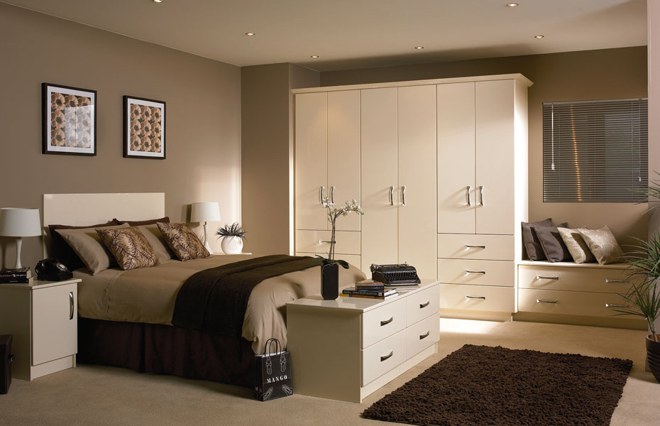 Premier duleek wardrobe doors in high gloss cream by homestyle for Bedroom ideas cream