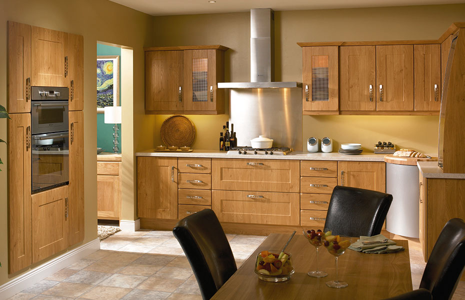 Shaker houston kitchen doors in pippy oak by homestyle for Oak kitchen ideas designs