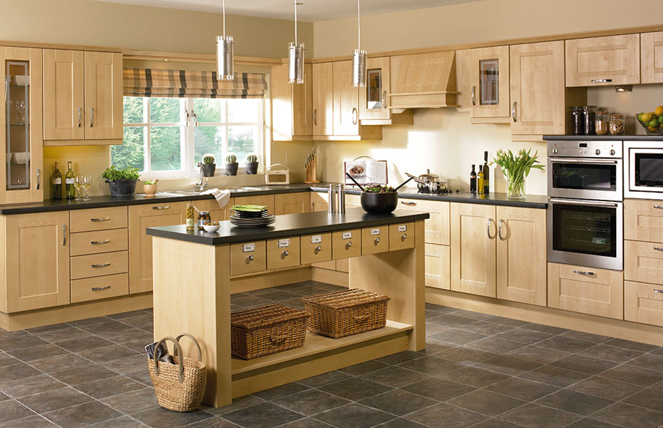 Shaker ribbed kitchen doors in sandy birch by homestyle for Unit kitchen designs