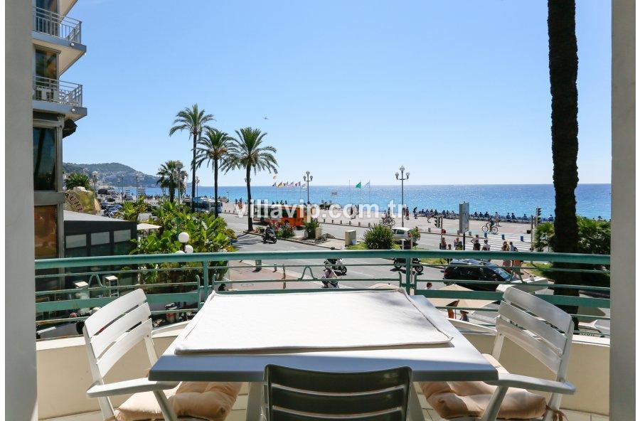 Nice Plajının En Güzel Dairesi görseli