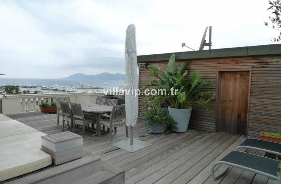 Cannes Croisette Deniz Manzaralı Teraslı Çatı Katı görseli