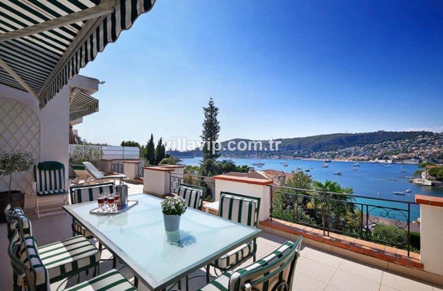 Cap Ferrat'ın Girişinde Manzaralı Yarı Müstakil Villa görseli