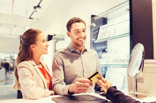 Kredi Kartları ile Banka Kartlarının Farklı Avantajları